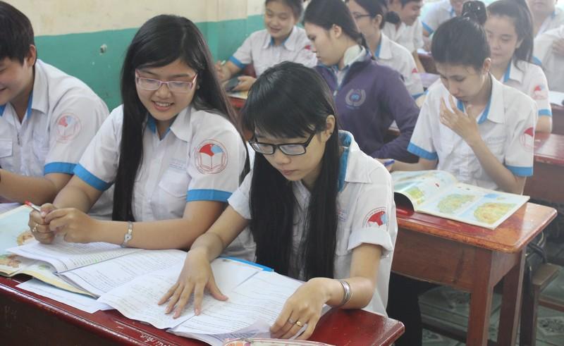 Học sinh TP.HCM thi thử kỳ thi THPT Quốc gia - ảnh 2