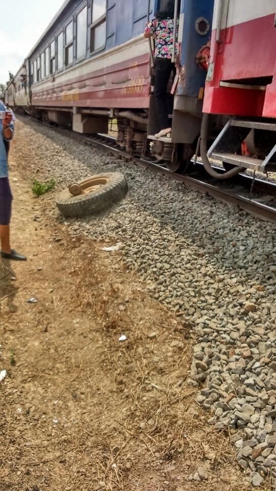 Cố băng qua đường ray, xe tải tông vào tàu hỏa tài xế nguy kịch      - ảnh 3