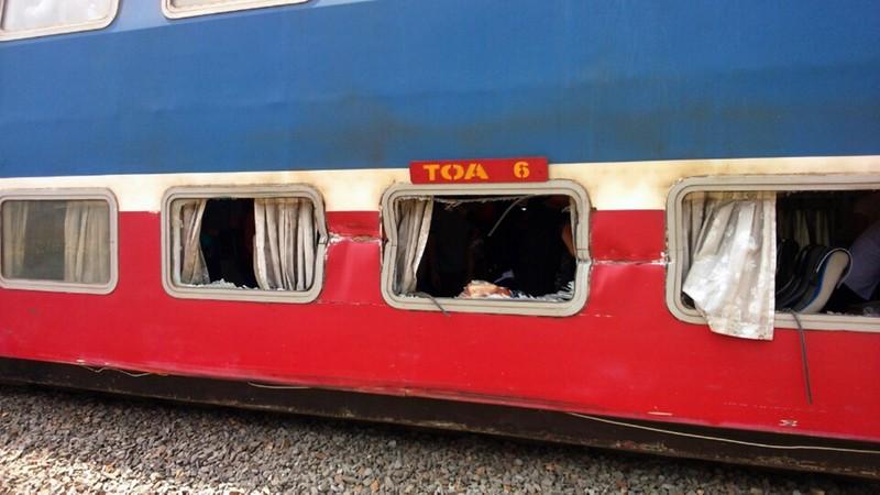 Cố băng qua đường ray, xe tải tông vào tàu hỏa tài xế nguy kịch      - ảnh 5