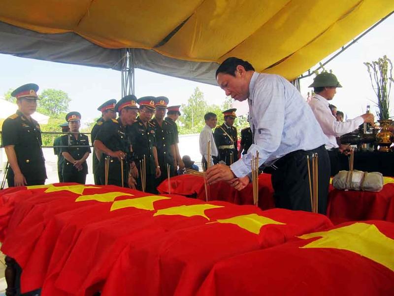 Lễ truy điệu, an táng 15 hài cốt liệt sĩ Việt Nam hi sinh tại Lào - ảnh 1