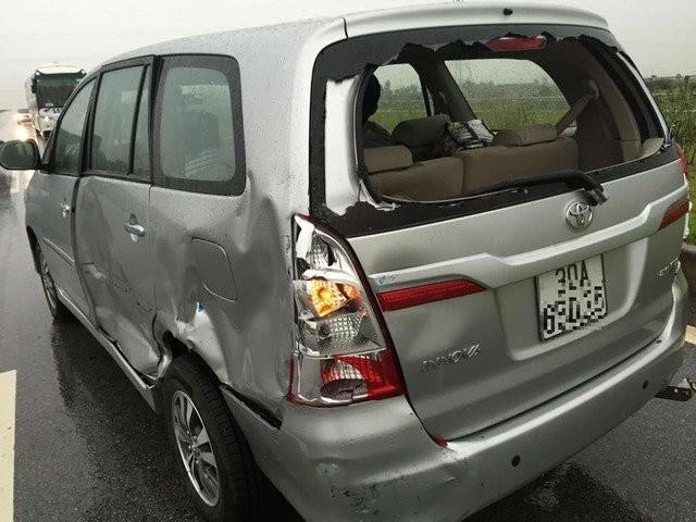 Nhật Tinh Anh, tai nạn, xe xoay liên tục 3 vòng