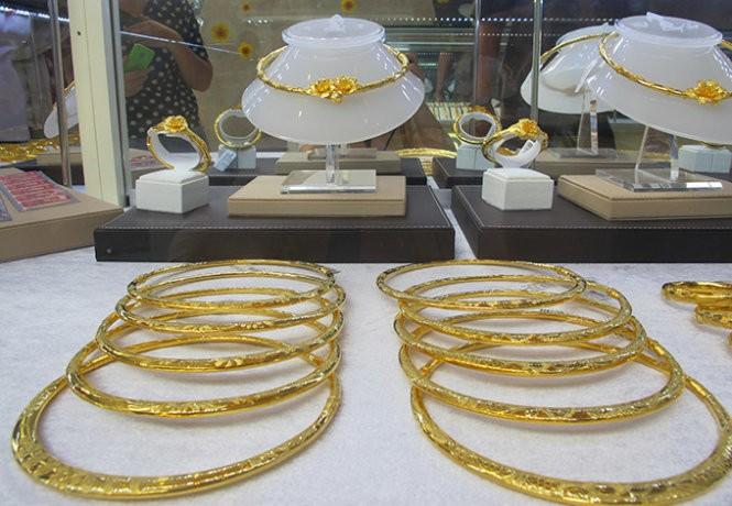 Giá vàng trong nước và thế giới
