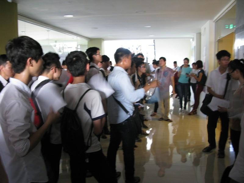 Sáng nay khoảng 5.000 thí sinh thi vào ĐH Quốc gia - ảnh 1