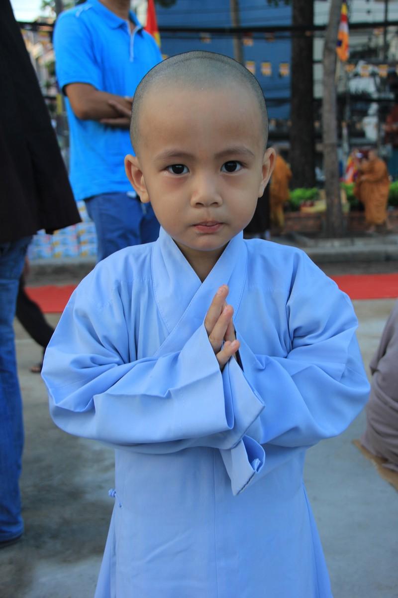 TP.HCM, Huế người dân đón mừng lễ Phật đản - ảnh 10