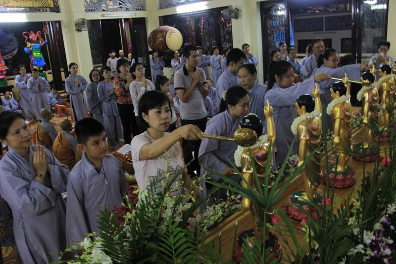 TP.HCM, Huế người dân đón mừng lễ Phật đản - ảnh 12