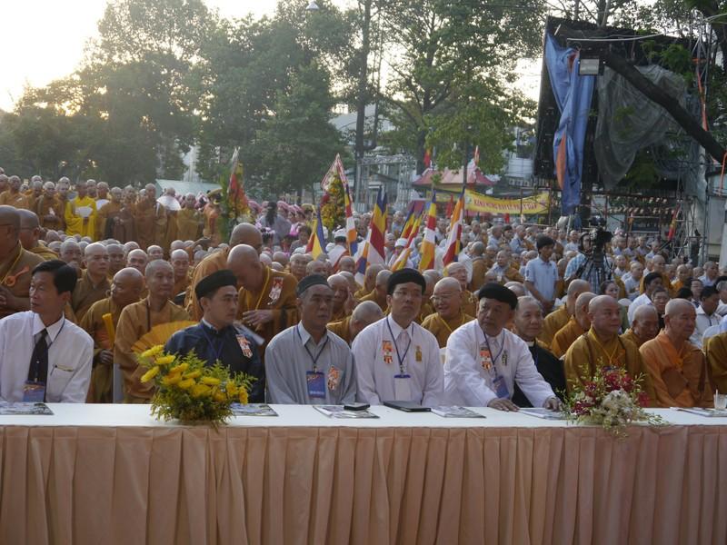 TP.HCM, Huế người dân đón mừng lễ Phật đản - ảnh 3