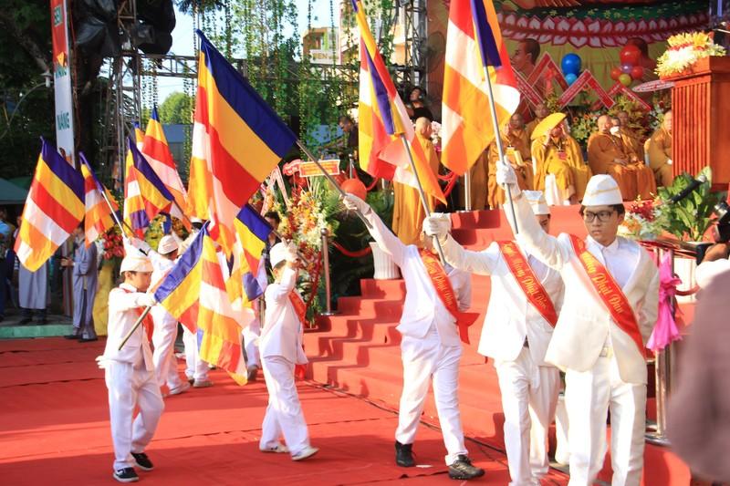 TP.HCM, Huế người dân đón mừng lễ Phật đản - ảnh 6