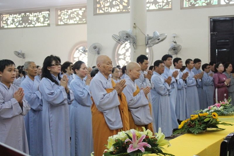 TP.HCM, Huế người dân đón mừng lễ Phật đản - ảnh 18