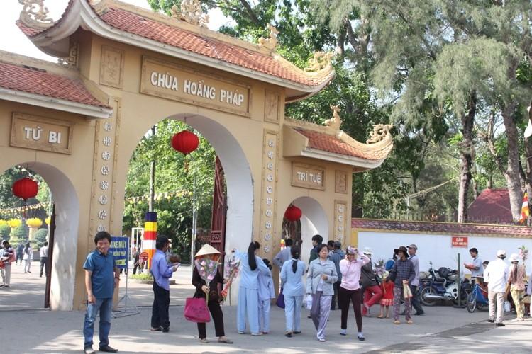TP.HCM, Huế người dân đón mừng lễ Phật đản - ảnh 16