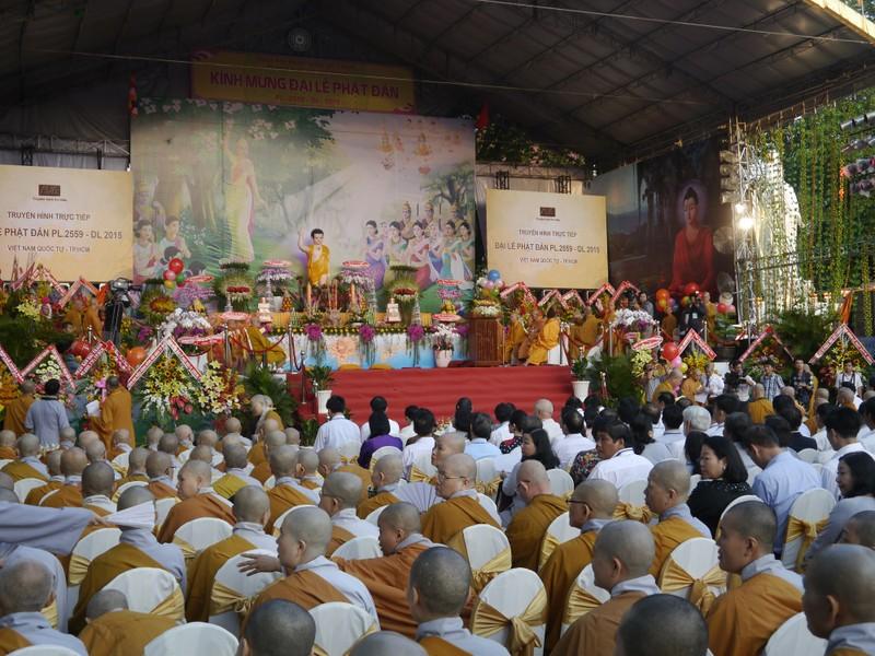 TP.HCM, Huế người dân đón mừng lễ Phật đản - ảnh 1