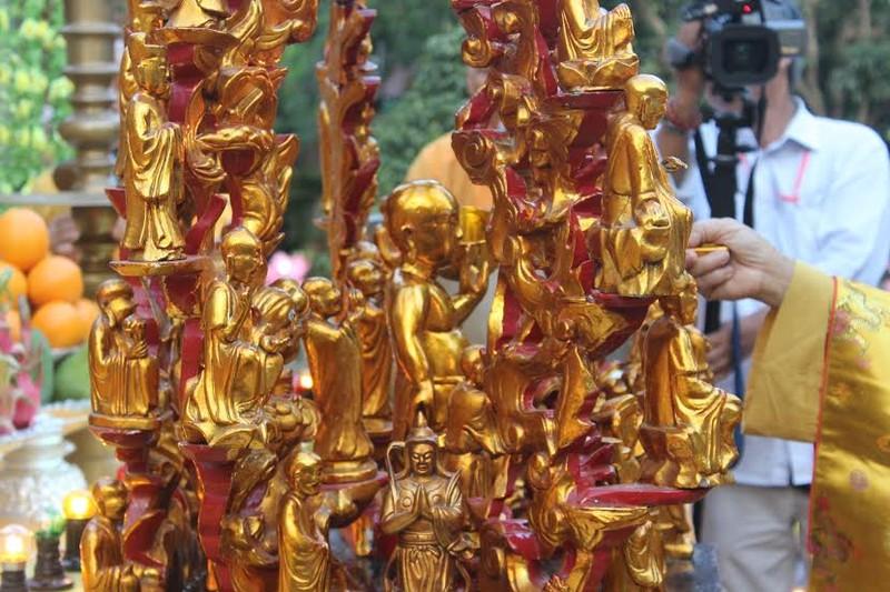 TP.HCM, Huế người dân đón mừng lễ Phật đản - ảnh 21