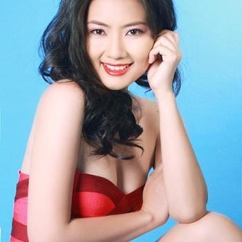 """Điểm danh những """"quý cô"""" của showbiz Việt"""