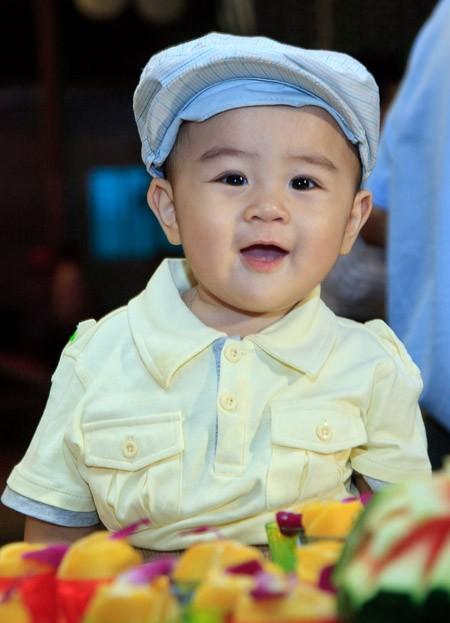 Cậu bé 1 tuổi làm Chủ tịch Hội đồng quản trị Đại Nam