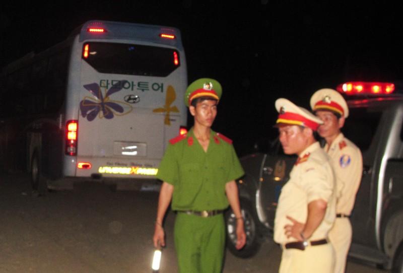 Bị xe khách tông, hai vợ chồng tử nạn - ảnh 1
