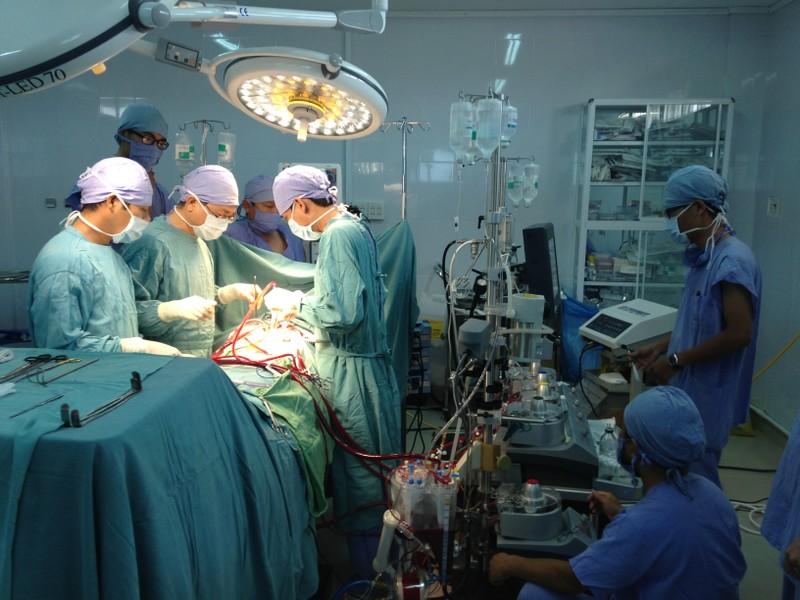 Mổ cấp cứu thành công bệnh nhân có khối u tim, phù phổi - ảnh 1
