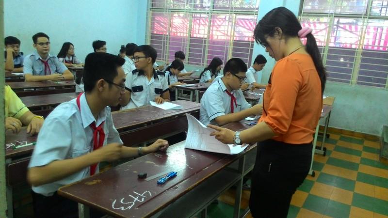 Sáng nay, hàng chục ngàn học sinh TP.HCM và Hà Nội 'chạy đua' vào lớp 10  - ảnh 1