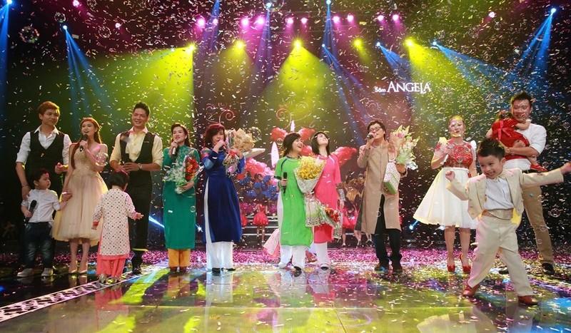 Bốn gia đình nghệ sĩ đã khiến cho sân khấu Dấu Ấn ngập tràn không khí gia đình.