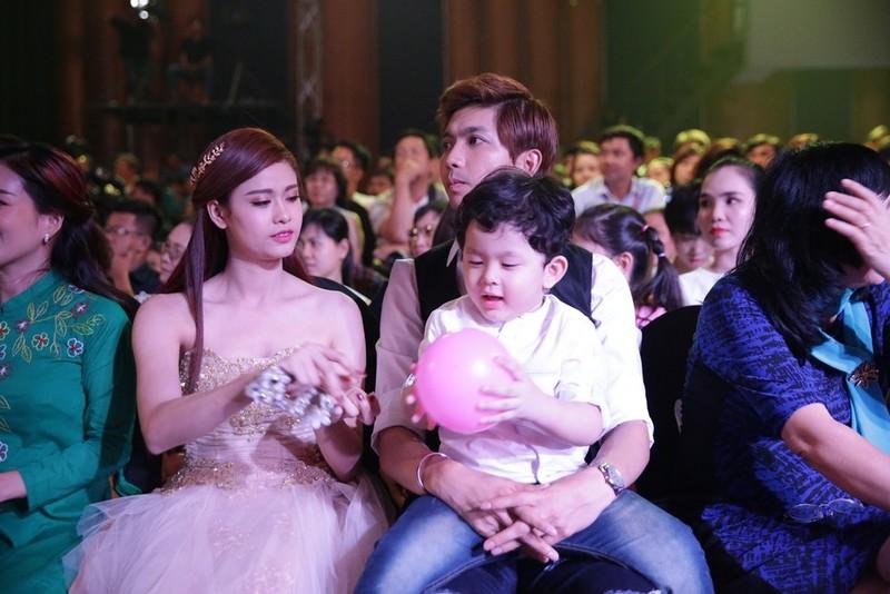 Trương Quỳnh Anh cùng Tim và con trai