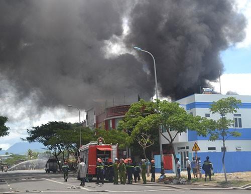 Cháy dữ dội tại công ty sơn ở Đà Nẵng - ảnh 7