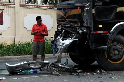 2 xe đầu kéo tông nhau 4 người bị thương  - ảnh 2