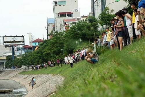 Bị truy bắt, người đàn ông nhảy xuống sông Tô Lịch  - ảnh 5