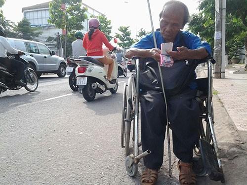 Đủ chiêu giả dạng bệnh hoạn để xin tiền ở Biên Hòa - ảnh 6
