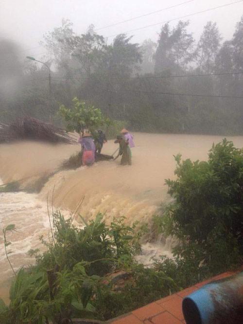 Quảng Ninh: Trên 1.000 du khách bị mắc kẹt trên đảo - ảnh 6