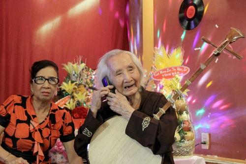 Nhạc sư Vĩnh Bảo đờn xuất thần trong đêm mừng thọ 98 tuổi - ảnh 10