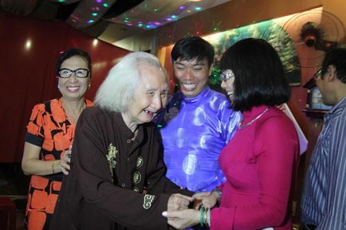 Nhạc sư Vĩnh Bảo đờn xuất thần trong đêm mừng thọ 98 tuổi - ảnh 12
