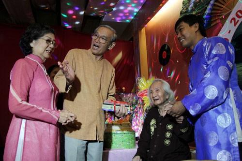 Nhạc sư Vĩnh Bảo đờn xuất thần trong đêm mừng thọ 98 tuổi - ảnh 5