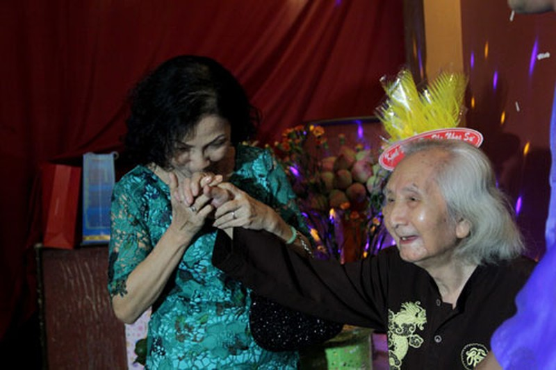 Nhạc sư Vĩnh Bảo đờn xuất thần trong đêm mừng thọ 98 tuổi - ảnh 7