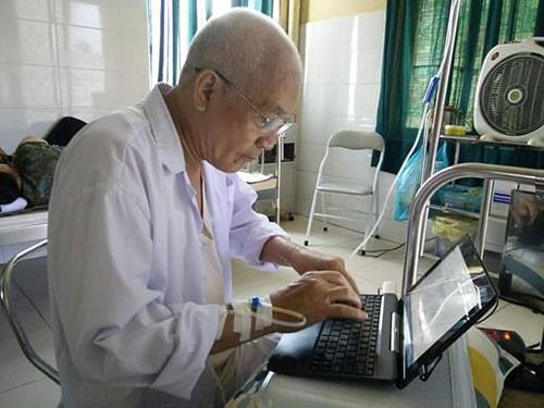Nhà văn Nguyễn Khắc Phục: Nằm trên giường bệnh chữa ung thư vẫn say viết  - ảnh 1
