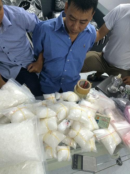 Bắt 2 nghi can thu giữ hơn 13kg ma túy đá - ảnh 1