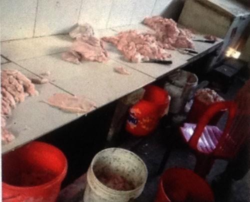 Hai cơ sở sản xuất mỡ heo không vệ sinh, bị phạt gần 9 triệu đồng - ảnh 1