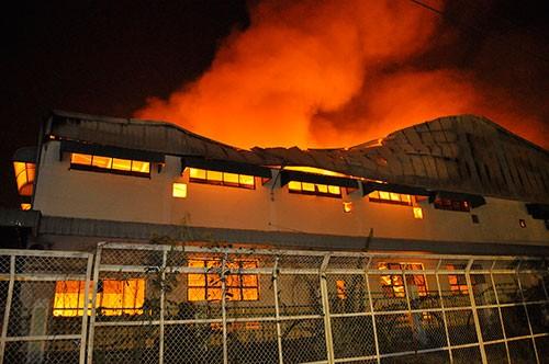 Cháy lớn trong khu công nghiệp Loteco - ảnh 2