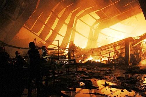 Cháy lớn trong khu công nghiệp Loteco - ảnh 3