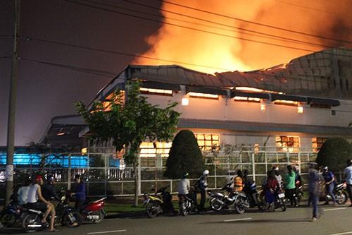 Cháy lớn trong khu công nghiệp Loteco - ảnh 1