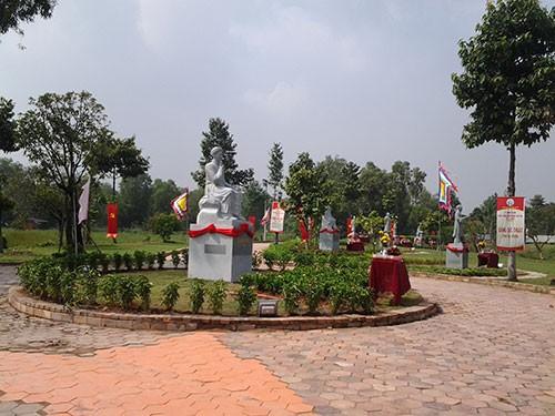 Học lịch sử ở khu vườn tượng danh nhân - ảnh 1