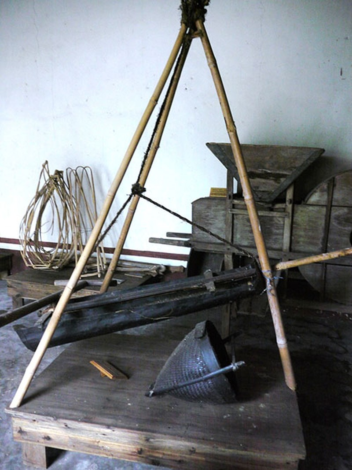 Nơi lưu giữ nhiều nông cụ xa xưa trên dải đất miền Trung - ảnh 19