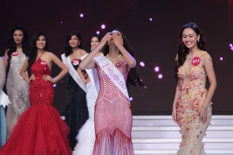 Phạm Thị Hương lên ngôi Hoa hậu Hoàn vũ 2015 - ảnh 4