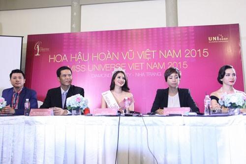 Tân Hoa hậu Phạm Thị Hương không trả lời việc phẫu thuật thẩm mỹ - ảnh 1