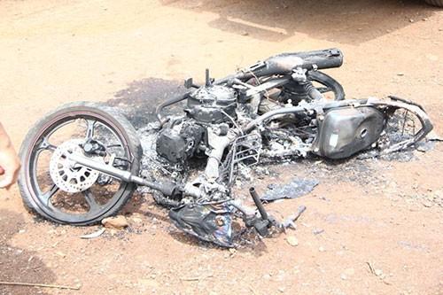 Nghi án hai thanh niên trộm chó bị đánh chết, đốt xe - ảnh 1