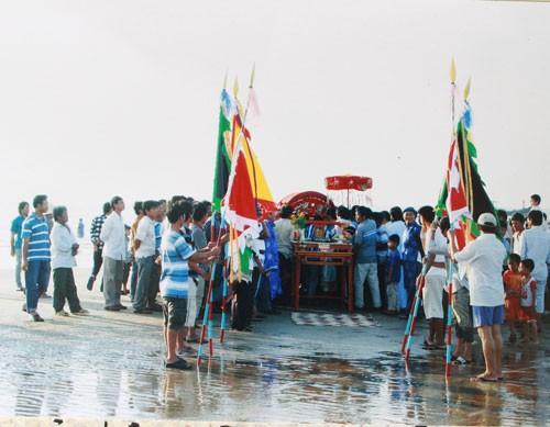 Linh thiêng nghĩa trang cá Ông lớn nhất Việt Nam - ảnh 4