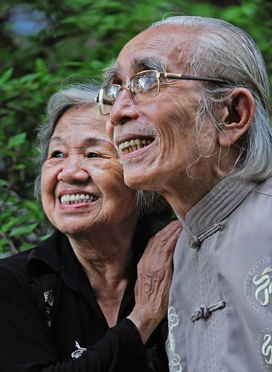 Vợ chồng nhạc sĩ Phan Huỳnh Điểu. Ảnh: Nguyễn Á