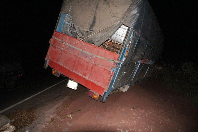 Xe tải mất thắng tông xe máy cày, 5 người trọng thương - ảnh 5