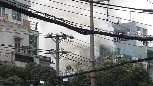 Cháy lớn cửa hàng điện thoại - ảnh 1