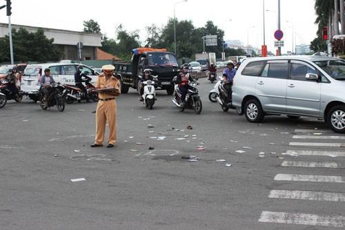 Người phụ nữ nhập viện, nghi do hai tên cướp tông xe - ảnh 1