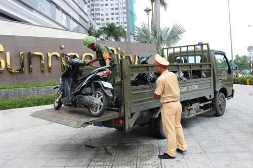 Người phụ nữ nhập viện, nghi do hai tên cướp tông xe - ảnh 3