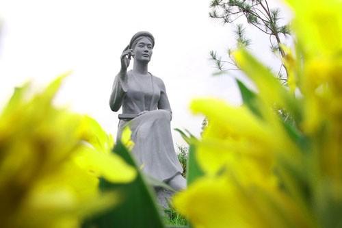 Vườn tượng danh nhân ở làng đại học - ảnh 9