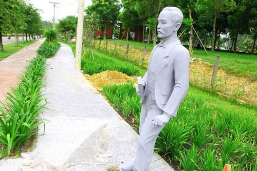Vườn tượng danh nhân ở làng đại học - ảnh 14